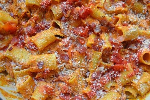 blt-pasta-zoomed